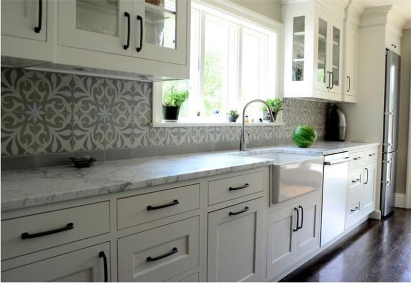 5 Old World Glazed Porcelain Tile Design Ideas