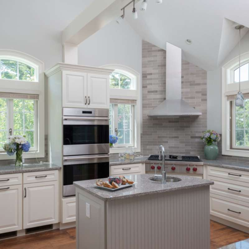 Create A Similar Look With Msi S Gray Lagoon Quartz Photo Credit Houzz