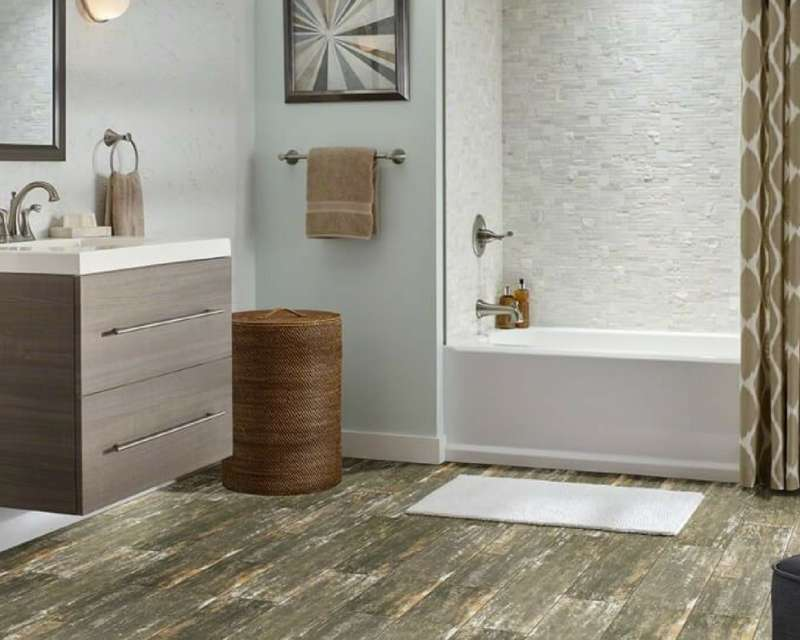 What Designers Know About Tile Size to Make Your Bath Look Larger