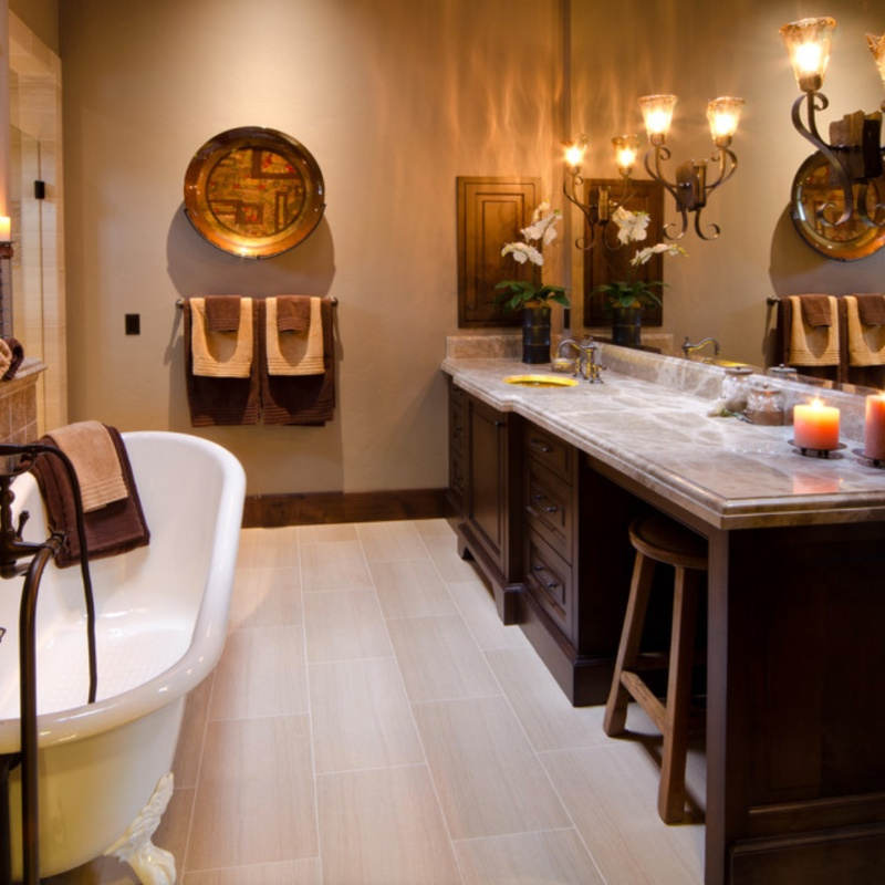warm and tan marble bathroom