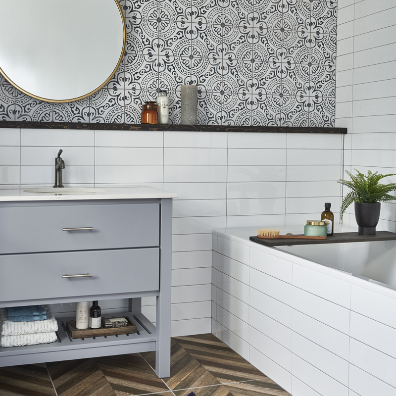 Black and white modern bathroom with a retro look