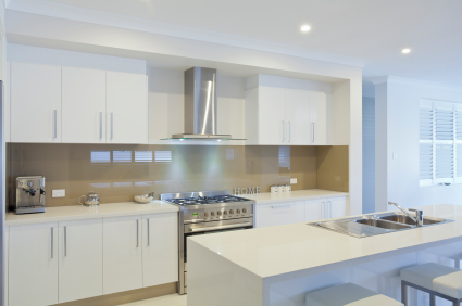Achieves A High End Look The Sleek Earance Of Solid White Quartz Has Singularly Modern Eal As It Is Cleanest Looking Example Kitchen