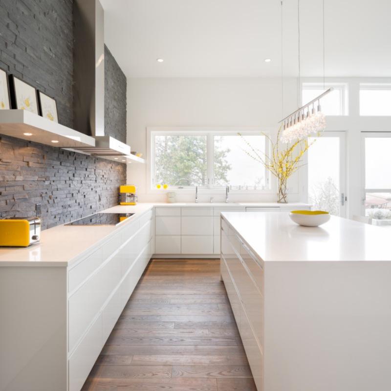 modern black and and white stacked stone kitchen backsplash