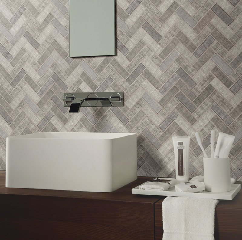 simple yet elegant glass backsplash tile