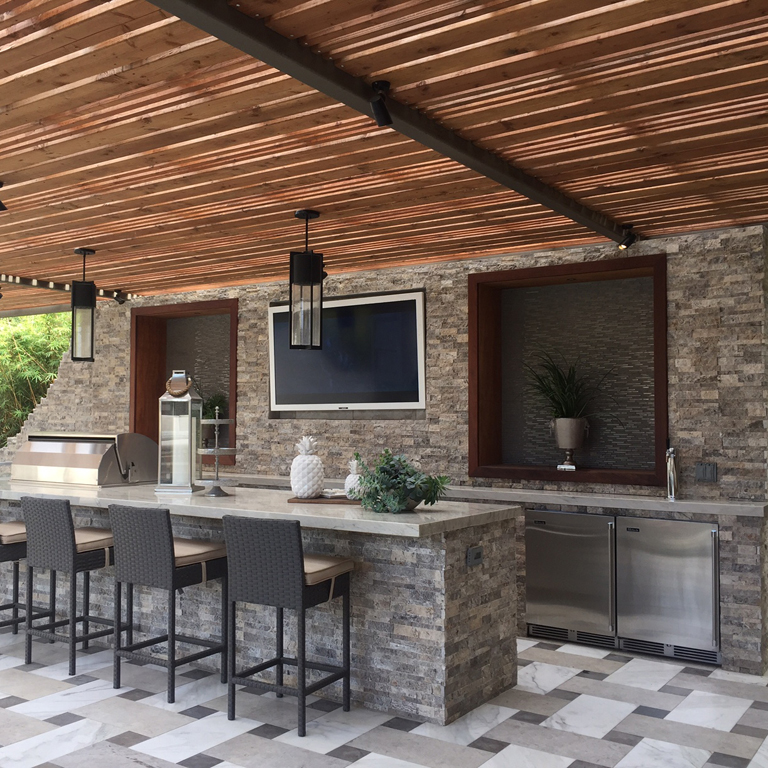 gorgeous outdoor bar area with staked stone wall