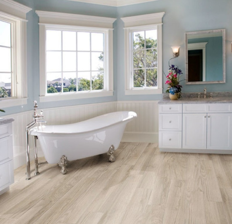 fresh+and+chic+bathroom+with+lvt+tile