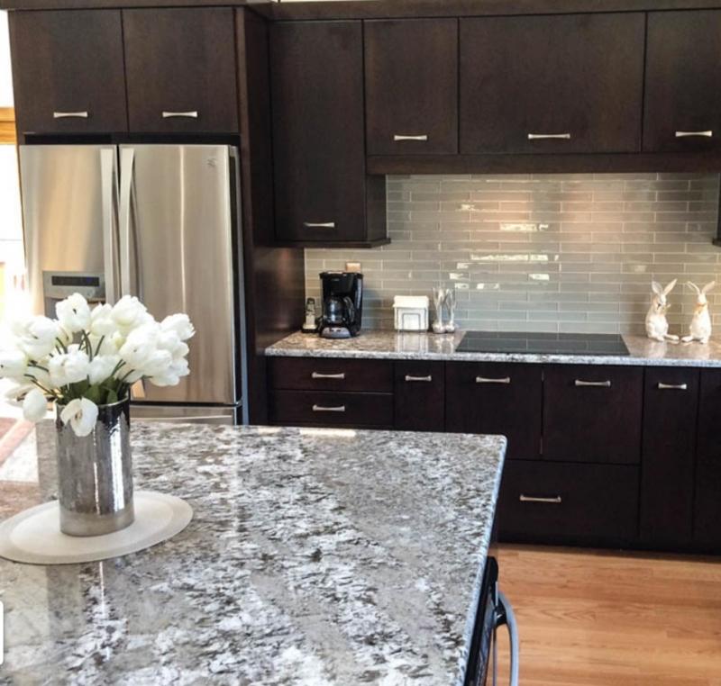 5 Best Granite Countertops For Cherry C, What Color Countertops Go Best With Cherry Cabinets