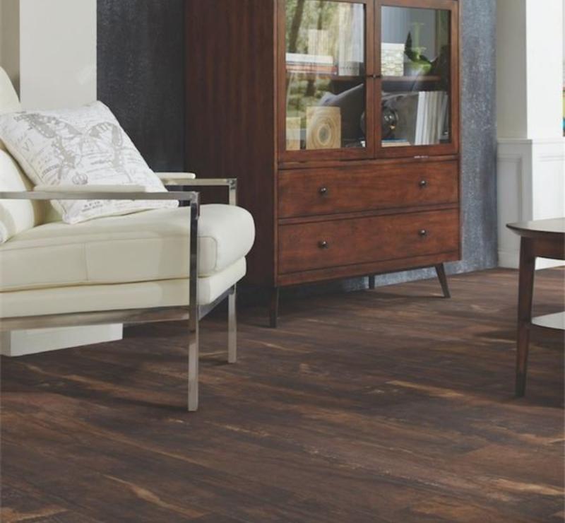 sitting room with luxury vinyl tile