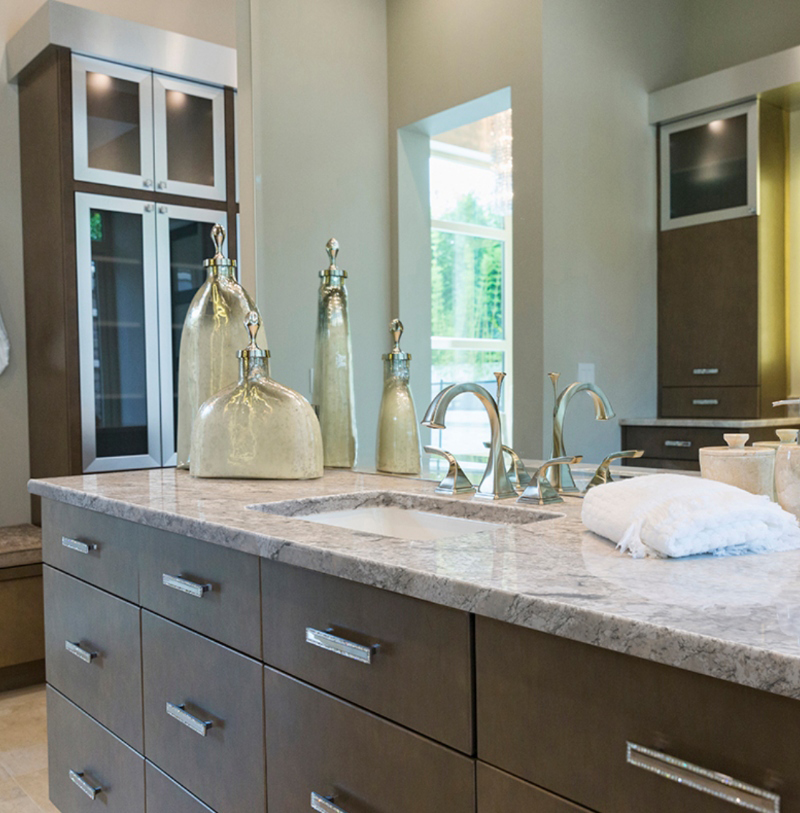 gorgeous granite in bathroom