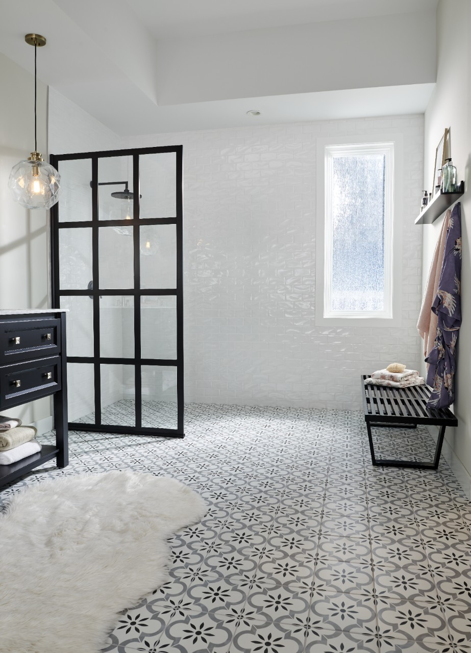 bathroom with black and white porcelain tiles