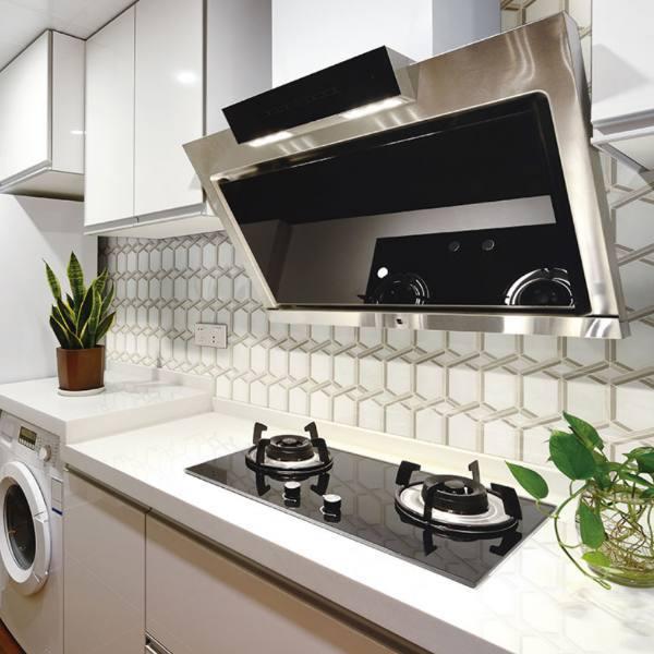 marble water jet backsplash in modern kitchen