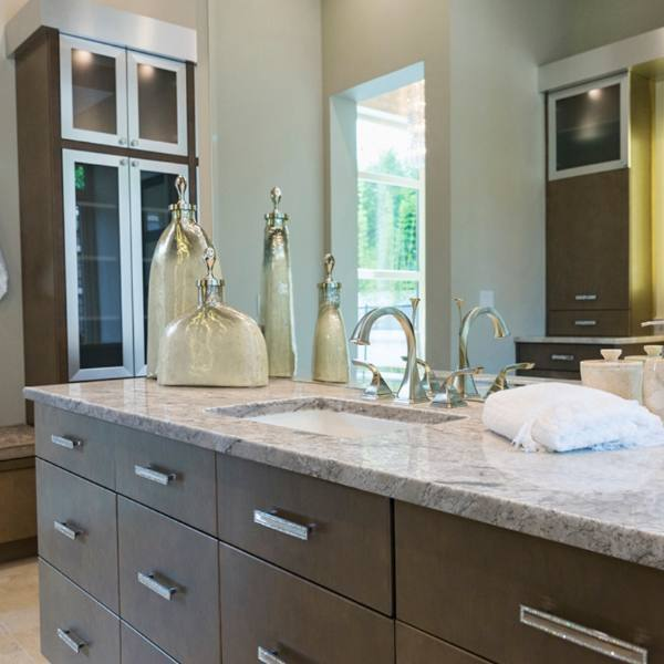 tan and cream bathroom with granite bathroom