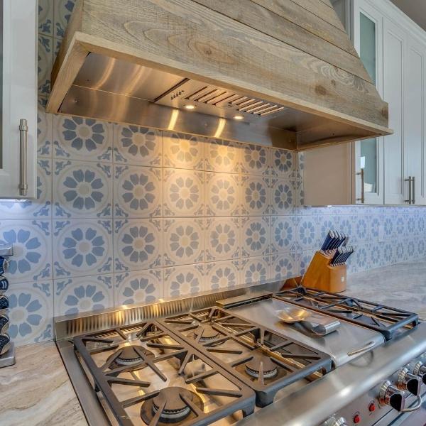 french floral blue pattern tile kitchen backsplash