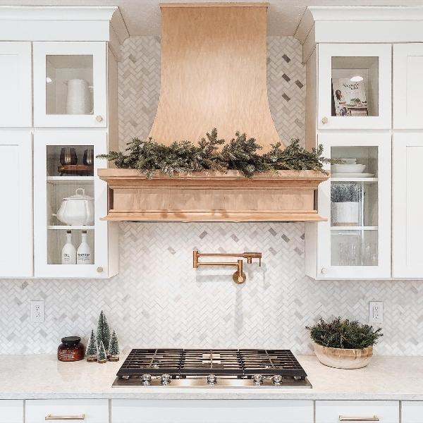 dreamy white kitchen backsplash