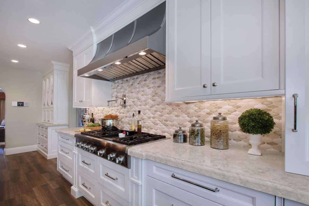creamy and soft speckled quartz countertop
