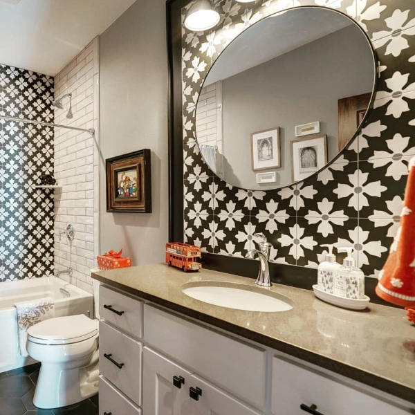 quartz bathroom counter in coffee with floral kasbah tile
