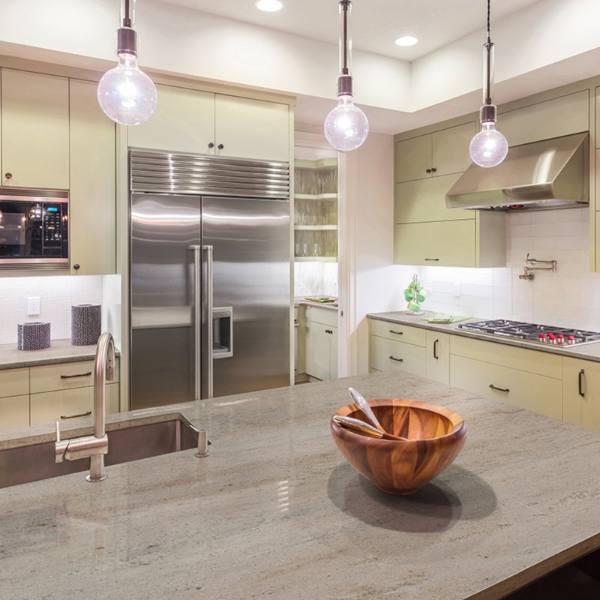 streaked tan and cream granite countertop