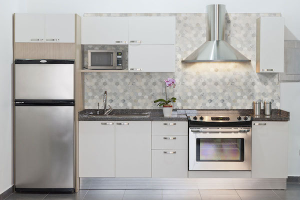 azul platino tile and white granite