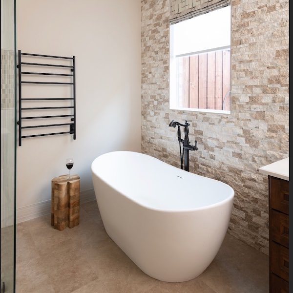 arctic-stacked-stone_modern-bathroom-with-rustic-stone-wall_instagram