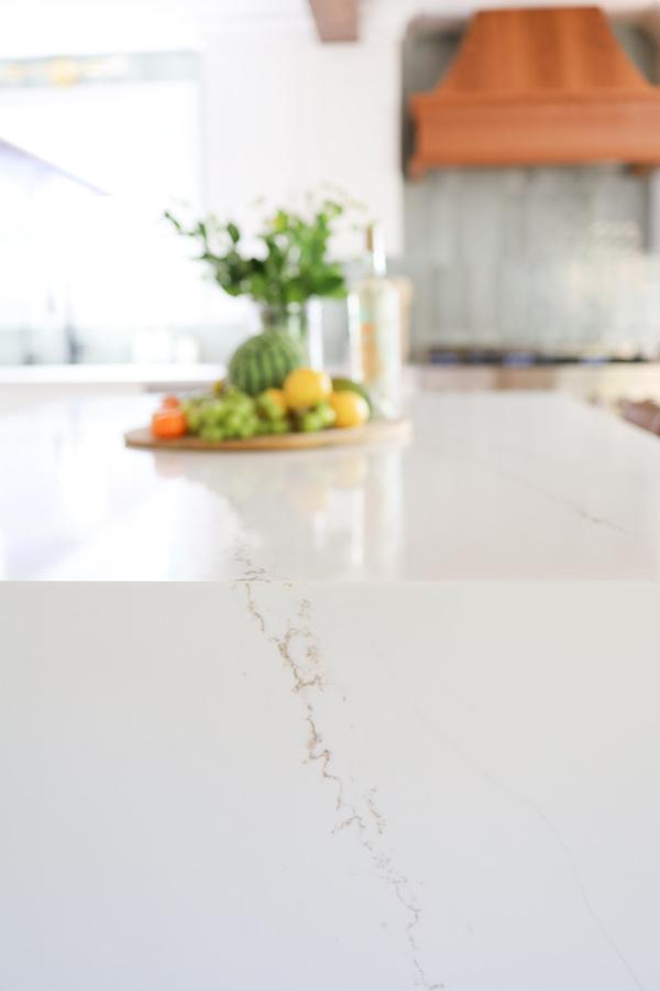 msi-quartz-countertops-close-up-with-renzo-jade-picket-backsplash-tile