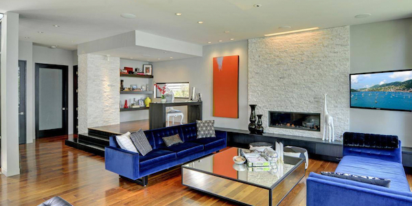 houzz-silver-canyon-stacked-stone-wall-with-bright-blue-velvet-couches
