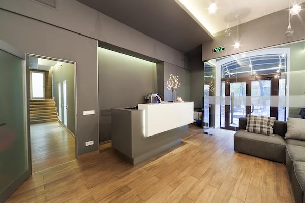 msi-shell-white-quartz-reception-counter-top-in-boutique-hotel