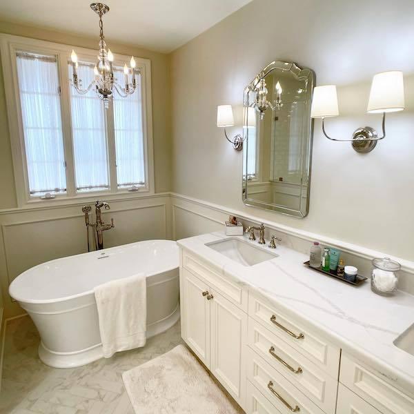 instagram-calacatta-verona-quartz-hotel-vanity-counter-in-vintage-bathroom