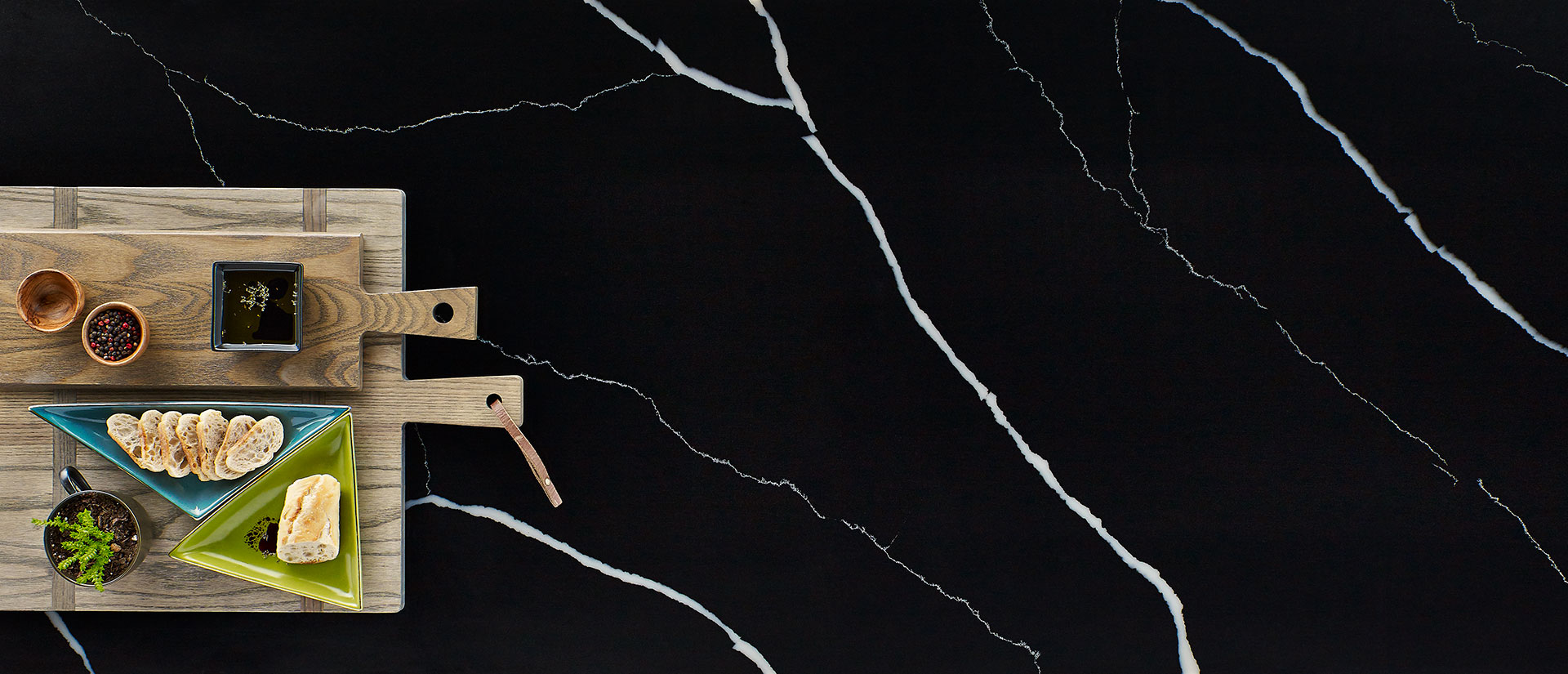Marquina Midnight Quartz Vignette