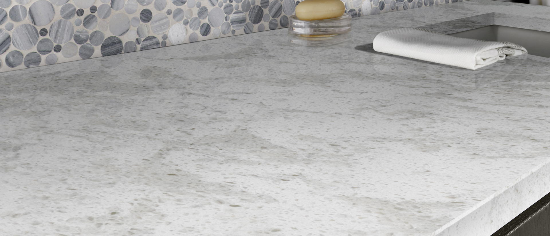 Pelican White Quartz Vignette