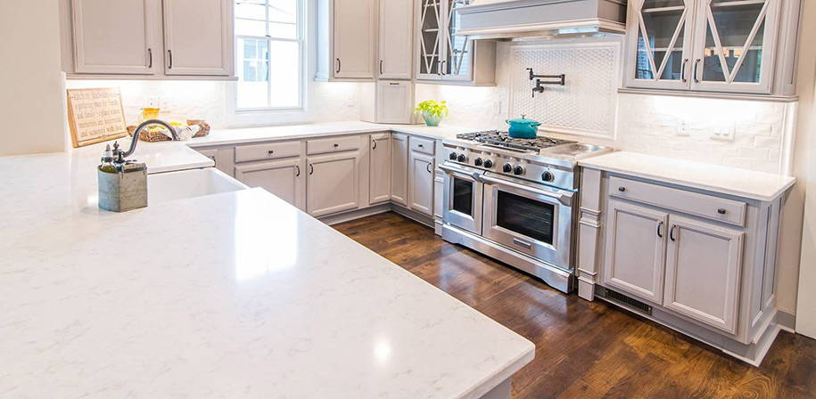 CASHMERE CARRARA<sup>&reg</sup> - Quartz White Marble Looks