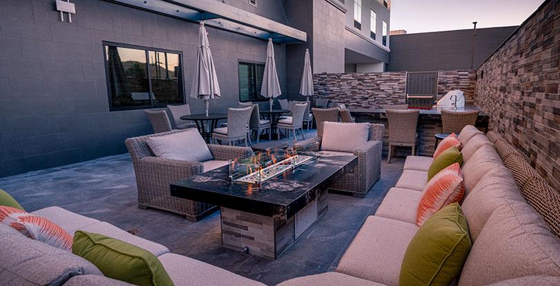 Hotel-Lobby-Flooring-Quarzo-Gray-Room-Scene